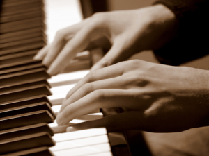 hm_hands_sap_piano hands