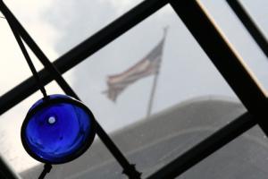 spot_sir_blue glass ball