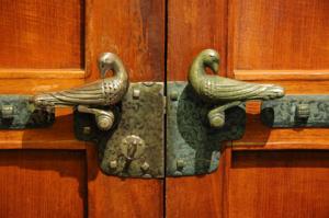 dove-doors